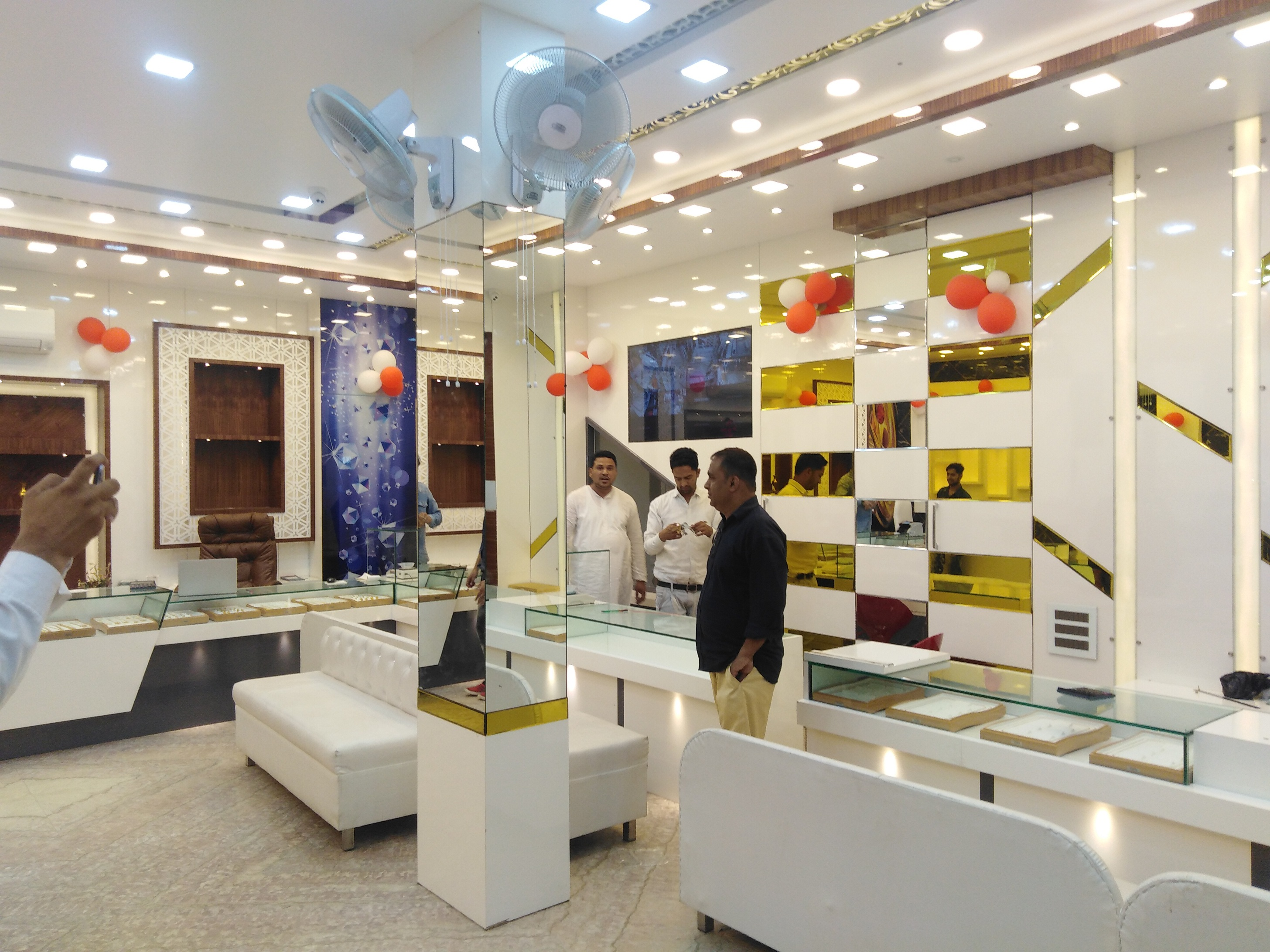 Jewelery Showroom Interior Designer